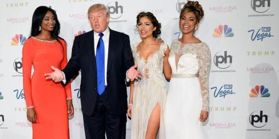 Donald Trump con las ganadoras de Miss Universo, Miss Teen USA y Miss USA de 2012.