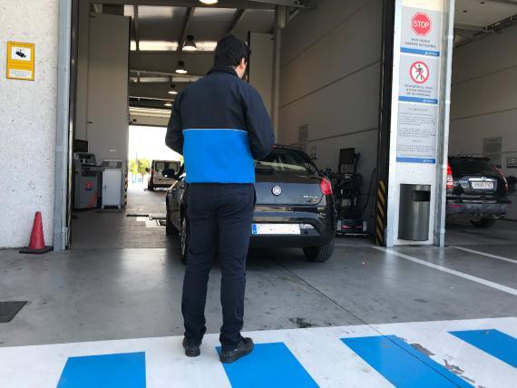 Euskadi es la comunidad autónoma más cara para pasar la ITV a un coche de gasolina
