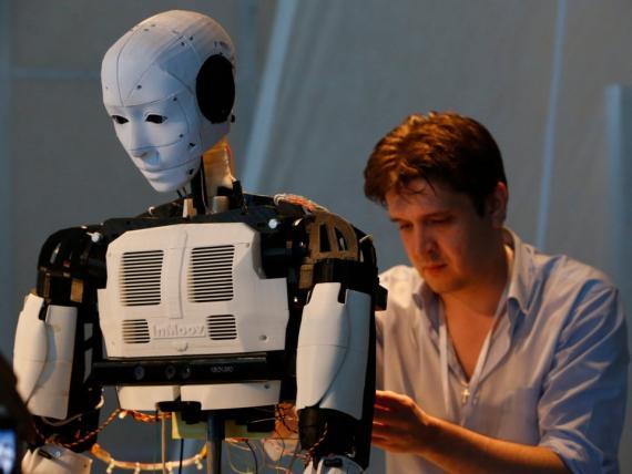 Si bien actualmente no hay planes para que el equipo de Bulling se involucre en robótica, dice que hay muchas posibilidades de que el software se use en ese campo.