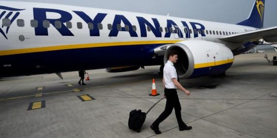 Ryanair plans to make its customers pay a fee for carry-on bags. Italy's competition watchdog is investigating the budget airline.