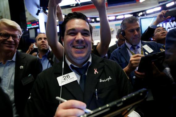 Un trader contento en la bolsa de Wall Street.