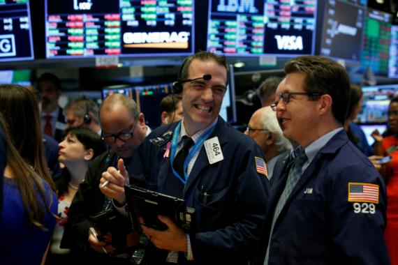 Trader satisfecho con operación en Wall Street