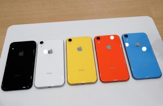 Los iPhone XR están disponibles en diferentes colores.
