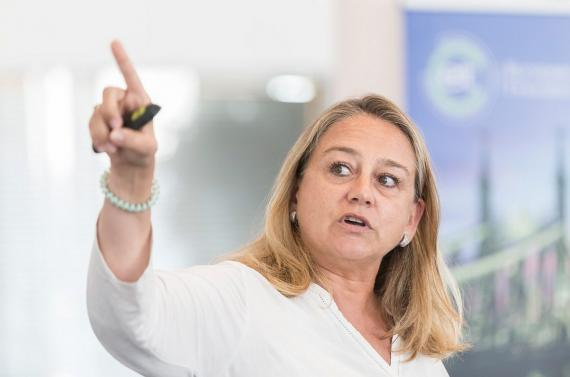 Marisa Hernández, cofundadora de Ingelia, durante la preparación de pitching para el congreso anual del Instituto Europeo de Innovación