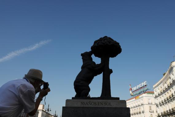 El oso y el madroño, símbolos de Madrid, en la Puerta del Sol.