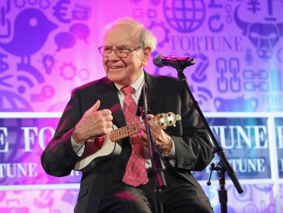 A pesar de su inmensa fortuna, Warren Buffett lleva una vida bastante modesta.