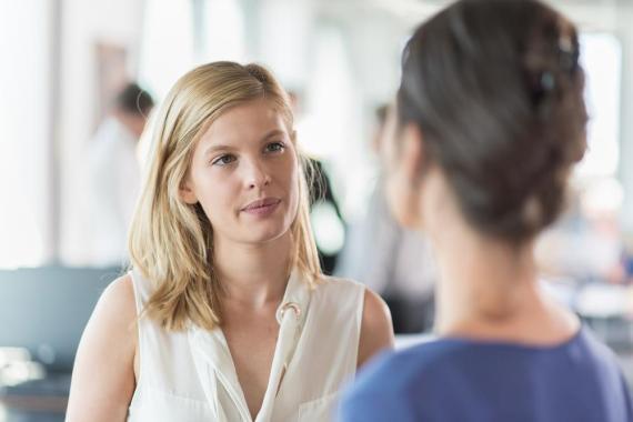 3 maneras de cambiar de tema de conversación sin que resulte incómodo