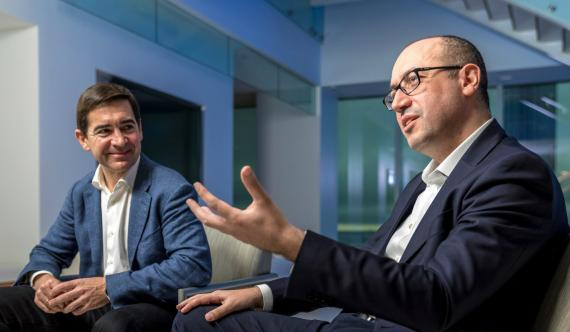 Carlos Torres, nuevo presidente de BBVA, y Onur Genç, nuevo CEO de BBVA.