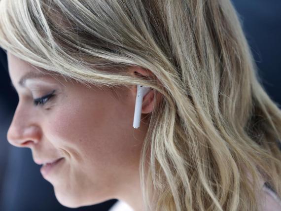 Los auriculares inalámbricos utilizan tecnología Bluetooth.