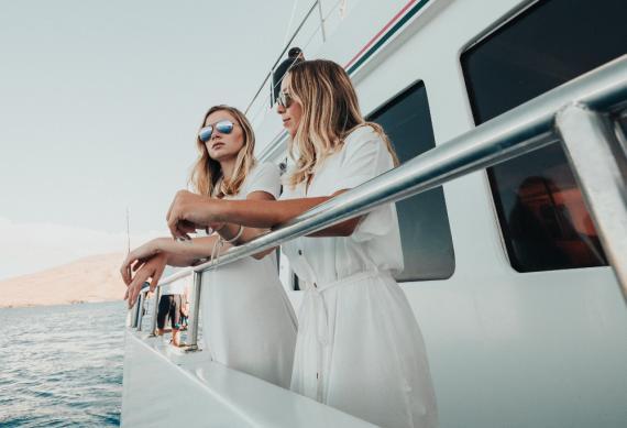 Mujeres en crucero - barco