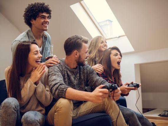 [Re] grupo de personas jugando videojuegos