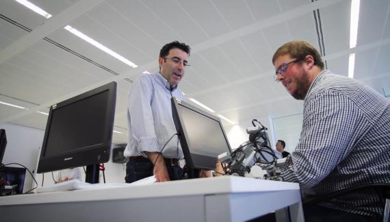 Specialisterne ofrece consultores destacados en soporte informático en un entorno adecuado para personas con un determinado grado de autismo.