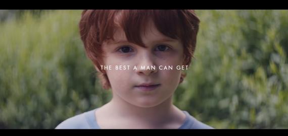 Captura de pantalla del nuevo anuncio de Gillette.