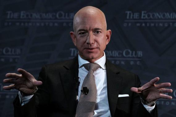 Jeff Bezos, CEO de Amazon, quien tiene un gran éxito convenciendo a los clientes para que se inscriban en los servicios Prime.