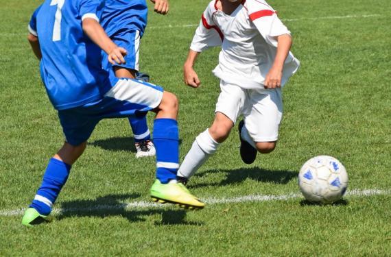 Una familia en Londres ofrece 84.200 euros al año por convertir en futbolistas profesionales a sus dos hijos, de 8 y 10 años