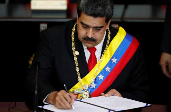 El presidente de Venezuela, Nicolás Maduro, asiste a la ceremonia de juramento de su segundo mandato presidencial en la Corte Suprema de Caracas, Venezuela, 10 de enero de 2019.