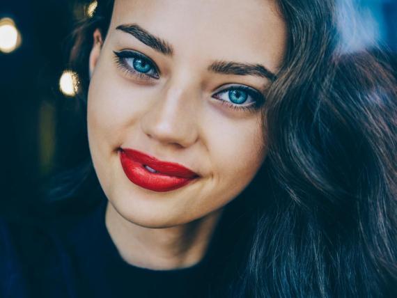 Chica de ojos azules