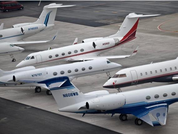 Jets privados en Davos en 2009. Unos cuantos jets Gulfstream y un Bombardier a la vista.