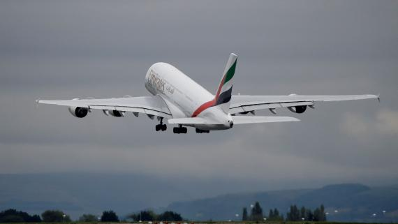 Avión de Emirates modelo Airbus A380.