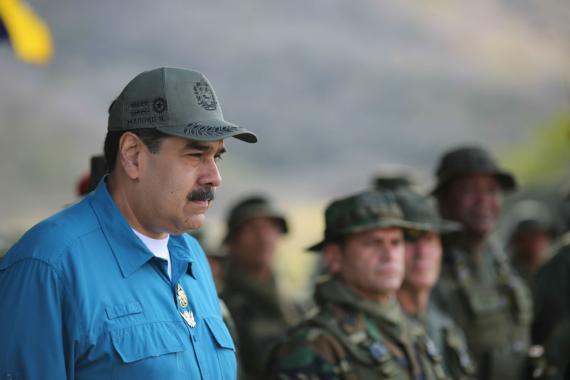 Nicolás Maduro, presidente de Venezuela, asiste a unas maniobras militares.