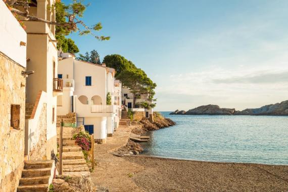 Casas en la playa en Sa Tuna, en la Costa Brava de Girona