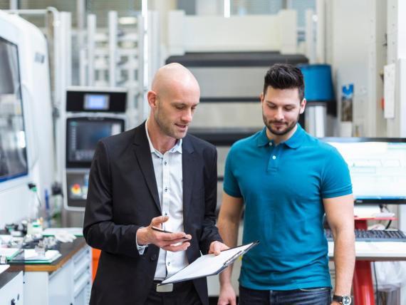 Un experto asegura que solo hay un buen momento para dar retroalimentación a tus empleados y no es durante una revisión de desempeño.