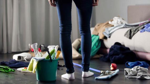 habitación desordenada limpieza