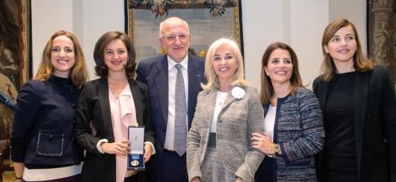 Juan Roig y su familia en la entrega de la Medalla al Mérito en el Trabajo del Consejo de Ministros.