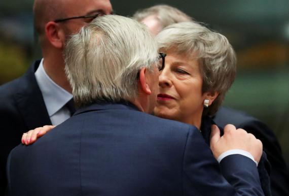Theresa May y Jean-Claude Juncker.
