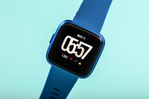Uno de los relojes de Fitbit, la empresa que Google quiere comprar.