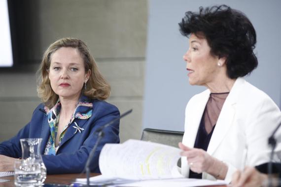 La ministra de Economía, Nadia Calviño, y la portavoz del Gobierno, Isabel Celaá