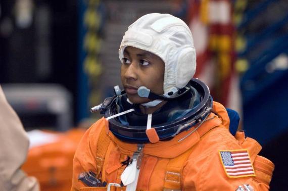 La astronauta Stephanie Wilson entrenando en 2007 para su primer viaje espacial.
