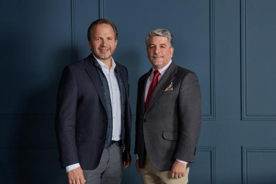 Pablo Alzugaray, CEO y cofundador de Shackleton, y Juan Pedro Moreno, presidente de Accenture España, Portugal e Israel.