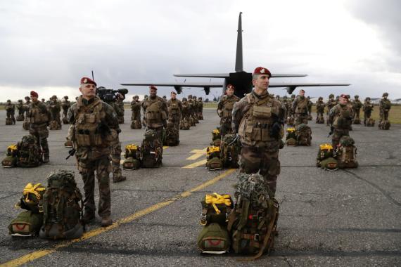 Un batallón de soldados paracaidistas del ejército francés