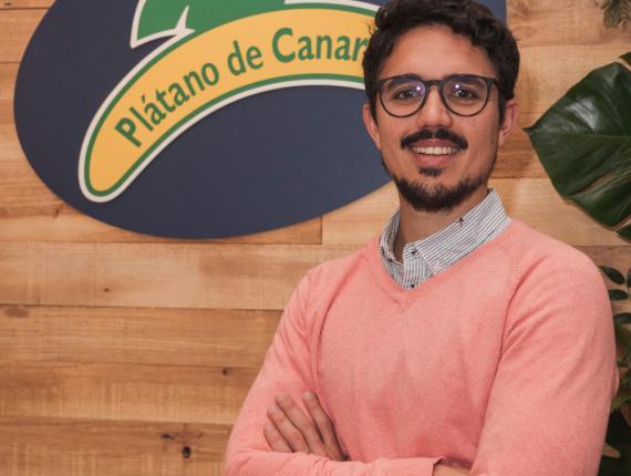 Carlos Ríos durante la presentación del informe 'Alimentación infantil en los comedores escolares' elaborado por Plátano de Canarias.