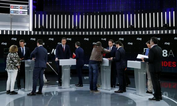 Antes de comenzar el debate de TVE, el 22 de abril.