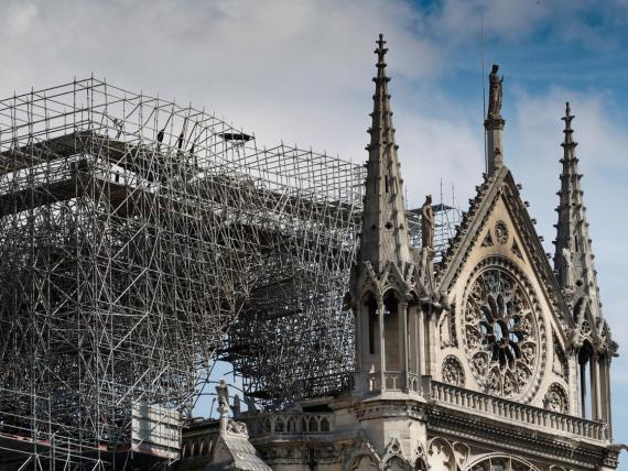 El lunes un terrible incendio arrasaba la Catedral de Notre Dame.