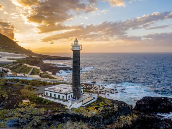 Faro Punta Cumplida en La Palma, en las islas Canarias.