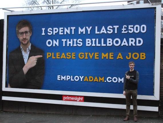 Adam Pacitti publicó un anuncio en una valla publicitaria, y terminó consiguiendo un trabajo.