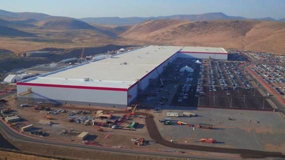 Panasonic desarrolla las baterías en la gigafábrica de Tesla en Nevada (Estados Unidos).