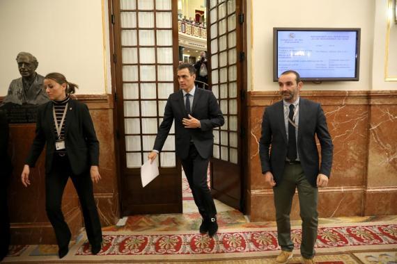 Pedro Sánchez abandona una sesión del Congreso de los Dipitados