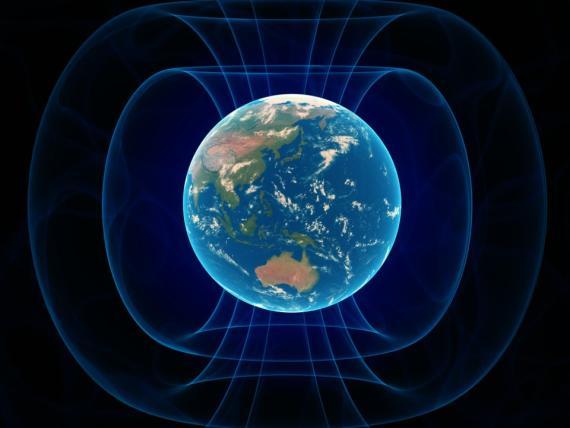 El campo magnético de la Tierra está anclado por los polos magnéticos norte y sur.
