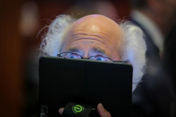 Trader asustado en el parqué de Wall Street