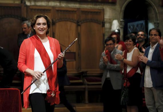Ada Colau es nombrada alcaldesa de Barcelona.
