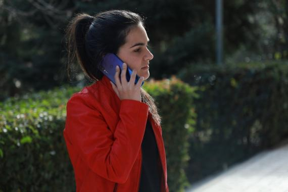 Hablando por teléfono
