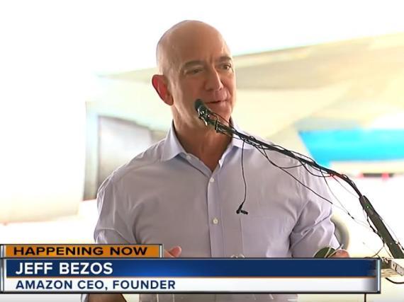 Jeff Bezos dio inicio el martes al desarrollo del nuevo aeropuerto de Amazon.