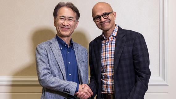 Kenichiro Yoshida (presidente y CEO de Sony) junto a Satya Nadella (CEO de Microsoft).