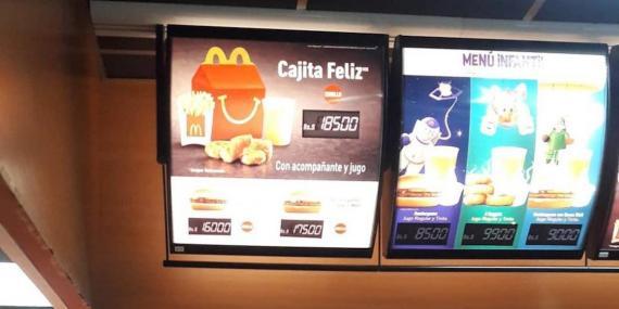 Un anuncio de un menú infantil de Mcdonald's en Venezuela que en ese momento costaba un poco más que el salario mínimo mensual.