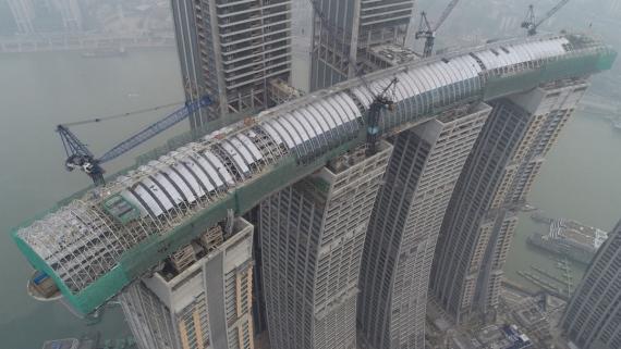 El primer rascacielos horizontal ya roza las nubes en China