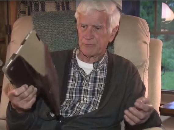Roy Syvertson no esperaba encontrar un murciélago en la funda de su iPad.